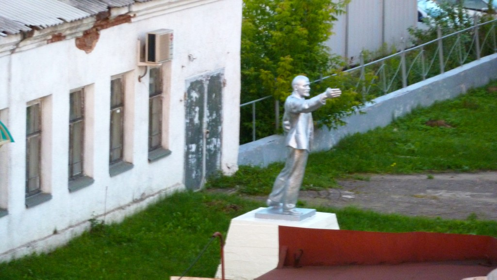 Lenin on meiega. Lenin is with us
