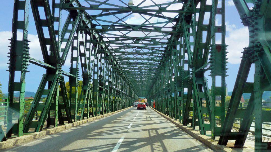 Sild üle Doonau. A bridge across Donau